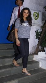Preity Zinta snapped with cricketer David Miller at Olive, Bandra on 23rd Oct 2015 (3)_562cca78ad909.JPG