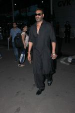 Ajay Devgan snapped at airport on 25th Oct 2015