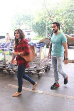 Emraan Hashmi snapped at airport on 25th Oct 2015