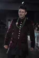 Manmeet Gulzar walks for Amy Billimoria charity show in Juhu, Mumbai on 26th Oct 2015