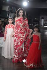 Rhea Pillai walks for Amy Billimoria charity show in Juhu, Mumbai on 26th Oct 2015 (17)_562f7f844010e.JPG