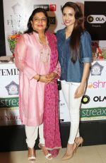 Dr Madhu Chopra (Priyanka Chopra_s Mother) & Miss India Gail D�silva at the launch of the _Femina To Your Rescue_ app at Police Gymkhana, Mumbai_5630945e23a95.jpg