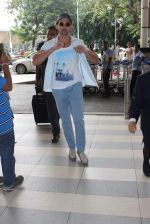 Hrithik Roshan snapped at airport in Mumbai on 27th Oct 2015