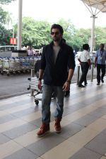 Neil Mukesh snapped at airport in Mumbai on 27th Oct 2015