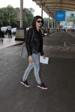 Prachi Desai snapped at airport in Mumbai on 27th Oct 2015 (10)_5630909cde3e5.JPG
