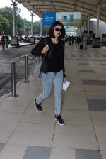 Prachi Desai snapped at airport in Mumbai on 27th Oct 2015 (13)_563090a1e900c.JPG