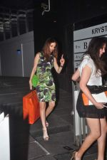 Suzanne Khan on a girly dinner in Hakassan on 27th Oct 2015 (17)_563091dfe79a4.JPG