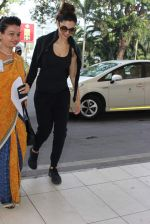 Deepika Padukone snapped at airport on 28th Oct 2015