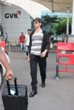 Hrithik Roshan snapped at airport on 28th Oct 2015