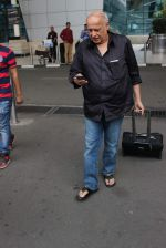Mahesh Bhatt snapped at airport on 28th Oct 2015