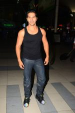 Varun Dhawan snapped at airport on 28th Oct 2015