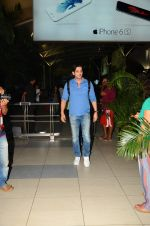 Zayed Khan snapped at airport on 28th Oct 2015