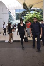 Deepika Padukone snapped at the airport on 30th Oct 2015