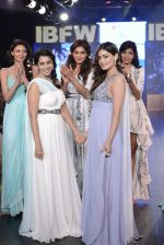 Pooja Gupta walk the ramp for Zeel Doshi Thakkar show on day 3 of Gionee India Beach Fashion Week on 31st Oct 2015 (11)_5635036b93252.JPG