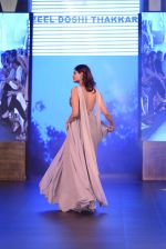 Pooja Gupta walk the ramp for Zeel Doshi Thakkar show on day 3 of Gionee India Beach Fashion Week on 31st Oct 2015 (2)_56350349eb125.JPG