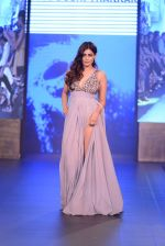 Pooja Gupta walk the ramp for Zeel Doshi Thakkar show on day 3 of Gionee India Beach Fashion Week on 31st Oct 2015