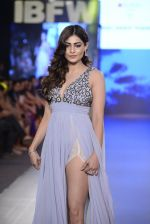 Pooja Gupta walk the ramp for Zeel Doshi Thakkar show on day 3 of Gionee India Beach Fashion Week on 31st Oct 2015 (6)_563503573abb9.JPG