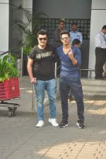 Varun Dhawan, Varun Sharma snapped at the airport on 30th Oct 2015