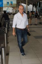 Anupam Kher snapped at the airport on 31st Oct 2015