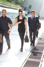 Deepika Padukone snapped at the airport on 31st Oct 2015
