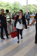 Malaika Arora Khan snapped at the airport on 31st Oct 2015