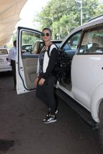 Shruti Haasan snapped at the airport on 31st Oct 2015 (39)_563601ec01386.JPG