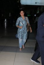 Kareena Kapoor snapped at airport on 2nd Nov 2015