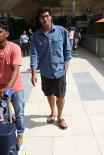 Kunal Roy Kapoor snapped at airport on 2nd Nov 2015 (10)_56385a88e9908.JPG
