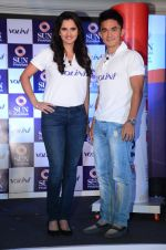 Saina Mirza and Sunil Chetri at Volini press meet on 3rd Nov 2015 (89)_5639c415865f1.JPG