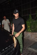 Sidharth Malhotra snapped post dinner on 3rd  Nov 2015