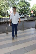 Varun Dhawan snapped at Airport on 3rd Nov 2015
