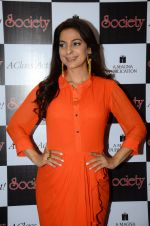 Juhi Chawla at society mag cover launch on 5th Nov 2015 (8)_563c98a396714.JPG