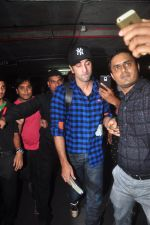 Ranbir Kapoor at airport on 5th Nov 2015 (16)_563c992f44cb7.JPG