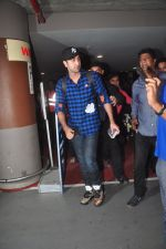 Ranbir Kapoor at airport on 5th Nov 2015 (30)_563c9939bed23.JPG