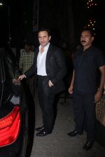 Saif Ali Khan snapped at Prithvi on 5th Nov 2015 (2)_563c99f1e5ec7.JPG
