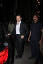 Saif Ali Khan snapped at Prithvi on 5th Nov 2015 (3)_563c99f28a6bb.JPG