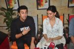 Deepika Padukone, Ranbir Kapoor at Tamasha promotions on 6th Nov 2015 (49)_563de48e5f4ce.JPG