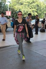 Shruti Haasan snapped at airport on 6th Nov 2015 (12)_563de7f9b4413.JPG