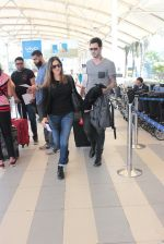 Sunny Leone snapped at airport on 6th Nov 2015 (17)_563de81f2db8b.JPG