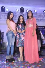 Mahima Chaudhry at Town Centre launch on 8th Nov 2015 (44)_56404ef36a9ac.JPG
