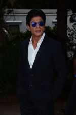 Shahrukh Khan snapped at Mehboob on 10th Nov 2015