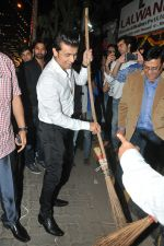 Sonu Nigam at the Inauguration of Lokhandwala Road to support the initiative Swachh Bharat Abhiyaan on 11th Nov 2015