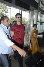Hrithik roshan snapped at airport on 15th Nov 2015