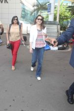 Madhuri Dixit snapped at airport on 14th Nov 2015 (5)_56482df87fa34.JPG