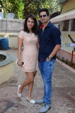 Nisha Rawal, Karan Mehra celebrate diwali with kids on 13th Nov 2015 (45)_5648109d8e957.JPG