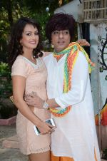 Nisha Rawal, Rohit Verma celebrate diwali with kids on 13th Nov 2015 (14)_564811164cde9.JPG