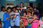 Terence Lewis celebrate diwali with kids on 13th Nov 2015 (27)_564810c7bde5f.JPG