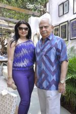 kiron joneja and ramesh sippy at Poonam Soni_s bdy bash on 15th Nov 2015_564890177bd6a.JPG