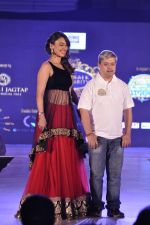 Hrishita Bhatt walk the ramp for Manali Jagtap Show on 15th Nov 2015