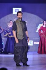Jackky Bhagnani walk the ramp for Manali Jagtap Show on 15th Nov 2015
